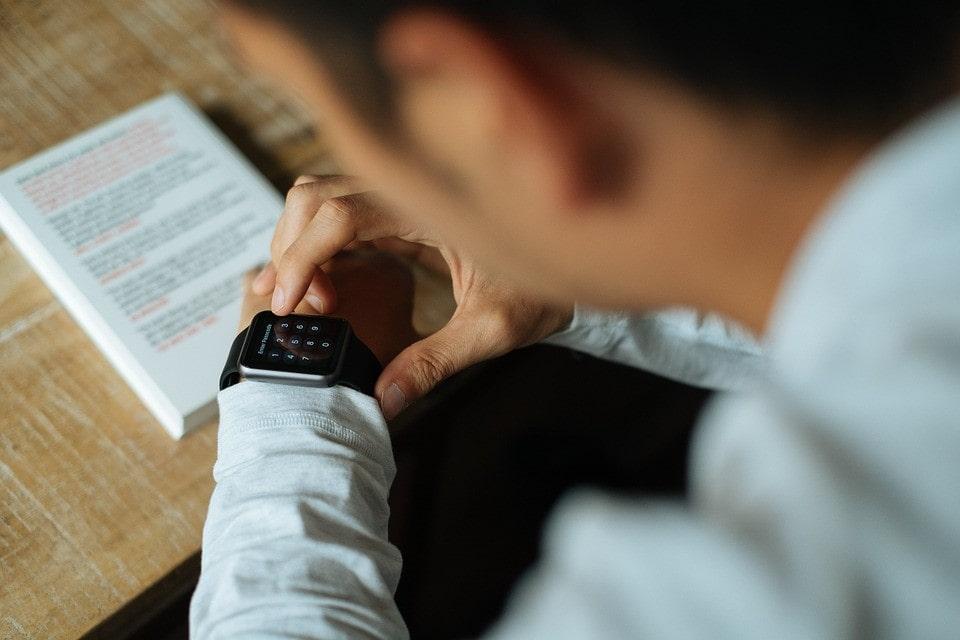 la montre connectee affiche une alternative credible au smartphone a l'heure du paiement sans contact
